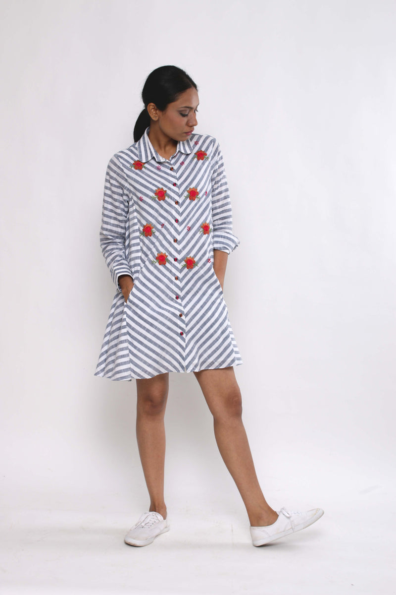 Striped Rosette Dress - shopraiman