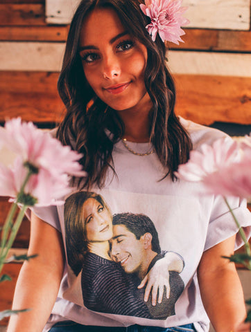 The One Where Ross & Rachel Hug Short Sleeve Tee