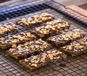 PEANUT BUTTER CRUNCH PROTEIN BARS