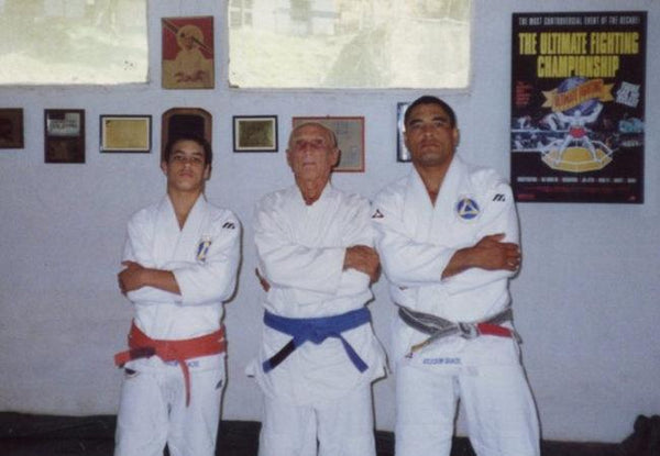 Helio Gracie wearing a Blue Belt with Rickson and Rockson