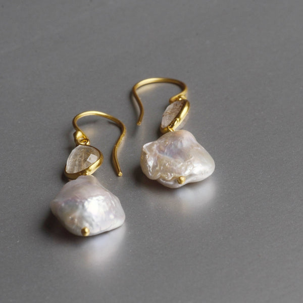 Ella Pearl Earrings With Labradorite
