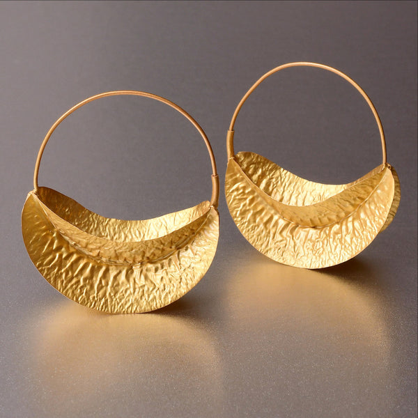 These handhammered hoops are well appreciated for their unique characteristics being its flimsy, flirtatious appeal and the comfort that no one can deny. Unbeliievable featherweight and glittering with any attire, be it casual or formal.