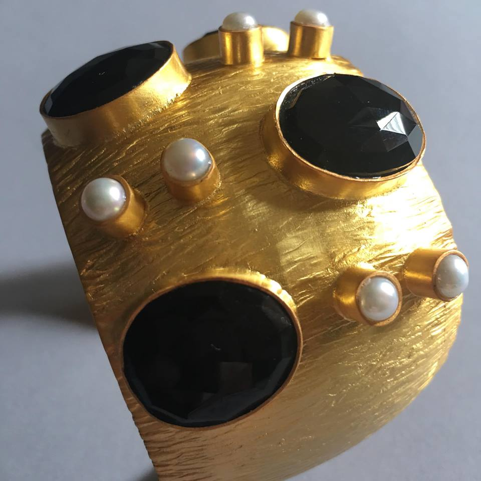If I may say so myself, this exquisite, chunky gold cuff with black onyx and pearls is simply spectacular. One glance at it gets you hypnotized to a point of owning it and glamourizing it on your wrist