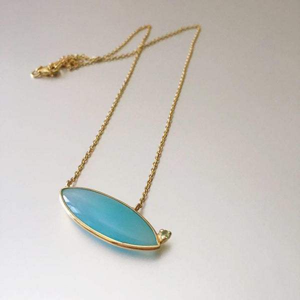 This chalcedony embedded pendant at a slant position makes it rather more captivating than what one would expect. Delicate, dainty and versatile in wear for an everyday look