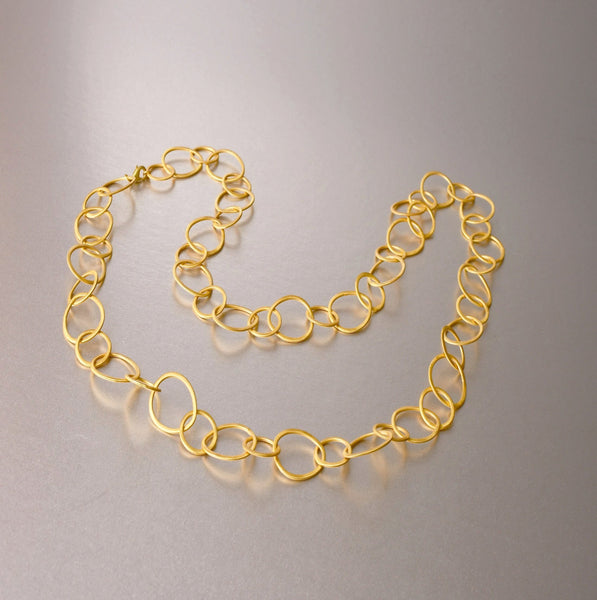An ideal and verstatile gold plated link necklace, that one can dress down or dress up or even double it and create a shorter length necklace. One necklace on the road will complete many attires. A simple yet glamorous, a flattering necklace with a luxe chic appeal