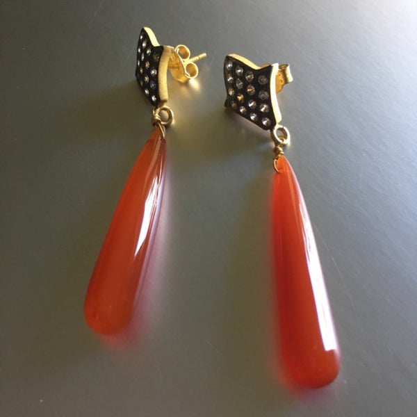 A stunning addition to Mia Siya! Perfect shape to the carnelian gemstone here which accentuates the appeal of this luxe boho, versatile, a trendy yet super fun earrings.