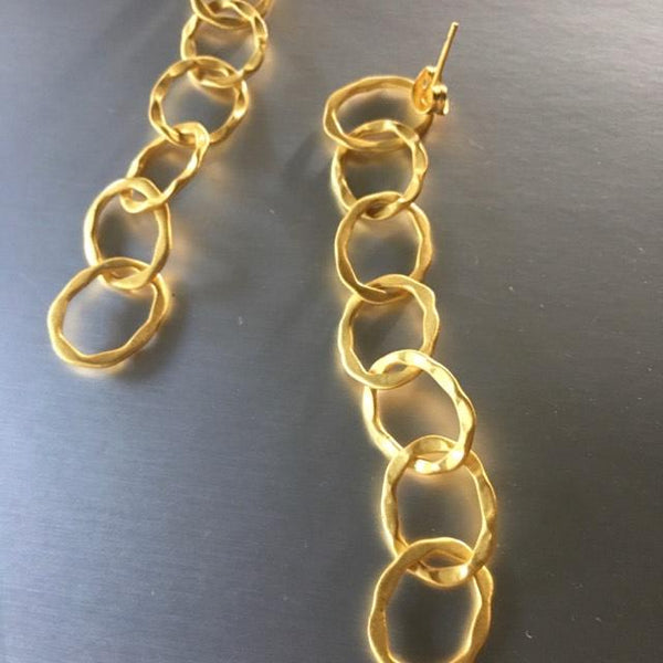 Lightweight, fun and fresh, these Agira earrings with 7 gold link earrings will enhance any attire: be it casual or evening wear. Sometimes, simplicity goes a long way. One piece of jewelry is all you need to create a statement.
