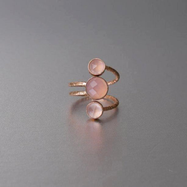 An adjustable rose gold ring in hand hammered texture and adorned with rose quartz. Lightweight and flexible, the ring can easily be adjusted to the fit you may need.