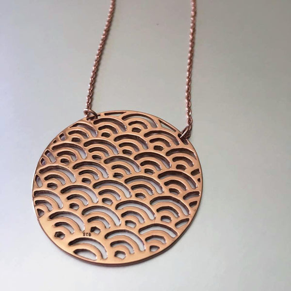 With a slender chain, this adorable necklace in rose gold is simple the first pick for everyday jewelry that has practically no weight yet flaunts a bold, delicate appearance. A touch of glamour that adds that poise and finesse to any attire.