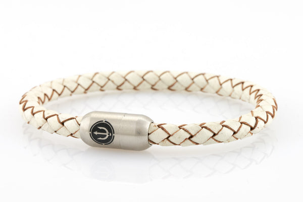 NEPTN BRACELET MADE OF SAILING ROPE / LEATHER & STAINLESS STEEL    HANDMADE INDIVIDUALLY FOR YOU  Used materials: Sailing Rope or Leather & Premium stainless steel magnetic clasp  Engraving:  TRIDENT  TRIDENT: Symbol of willpower & Strength.  Comfortable pleasant wearing  Only renewable tanning agents of the highest quality are used (vegetable tanning)  Rope / Leather diameter: 6 mm Sailing Rope or Cow leather Durable Premium stainless steel magnetic clasp firm grip magnetic closure system clos