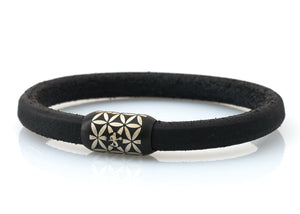 NEPTN BRACELET MADE OF SAILING ROPE / LEATHER & STAINLESS STEEL   HANDMADE INDIVIDUALLY FOR YOU  Used materials: Sailing Rope or Leather & Premium stainless steel magnetic clasp  Engraving: NEPTN & FLOWER OF LIFE  NEPTN: Symbol of freedom and self-fulfillment.  FLOWER OF LIFE (F.O.L.): Protective symbol with the aim of positive influence and creation of harmony for the one who wears it.. The F.O.L. is known as a power symbol in many cultures throughout the world. Among Greece, Egypt, China, Jap