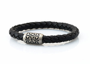 NEPTN BRACELET MADE OF SAILING ROPE / LEATHER & STAINLESS STEEL    HANDMADE INDIVIDUALLY FOR YOU Used materials: Sailing Rope or Leather & Premium stainless steel magnetic clasp Engraving: NEPTN & FLOWER OF LIFE  NEPTN: Symbol of freedom and self-fulfillment.  FLOWER OF LIFE (F.O.L.): Protective symbol with the aim of positive influence and creation of harmony for the one who wears it.. The F.O.L. is known as a power symbol in many cultures throughout the world. Among Greece, Egypt, China, Japa