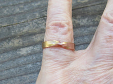 Rose Gold Mobius Strip Ring
