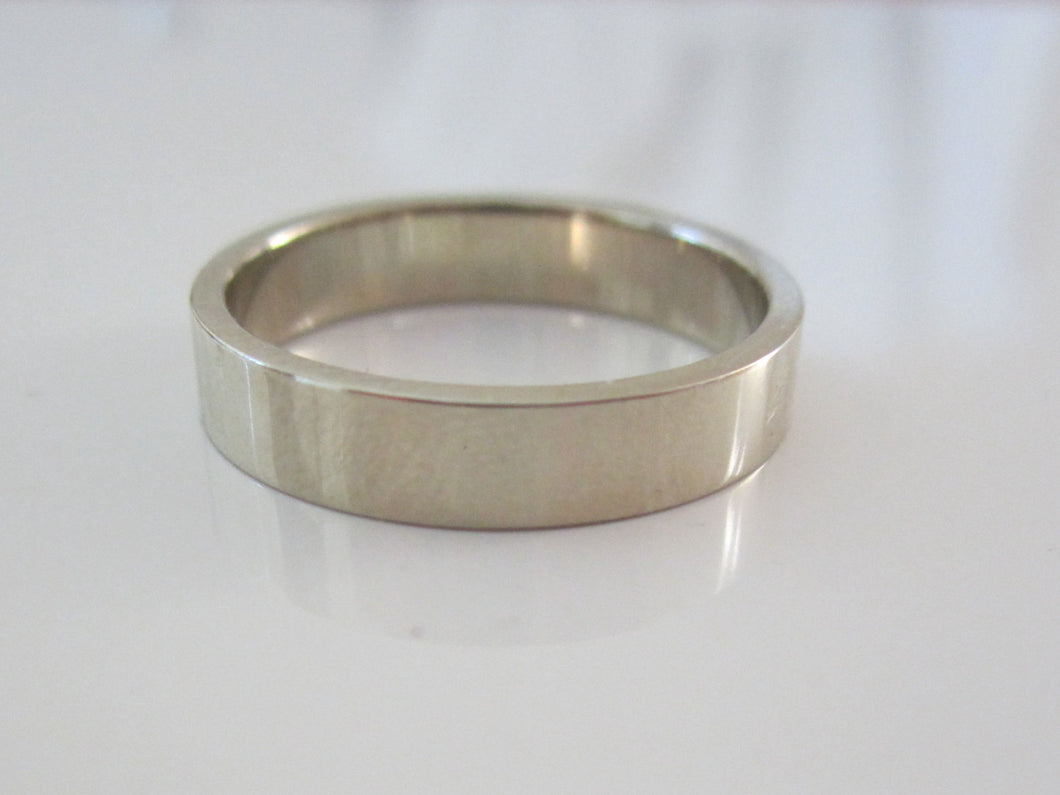 Men's Wedding Band 14K Recycled Gold
