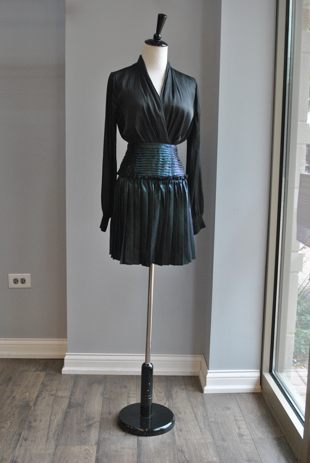 DARK GREEN MINI PLEATED SKIRT