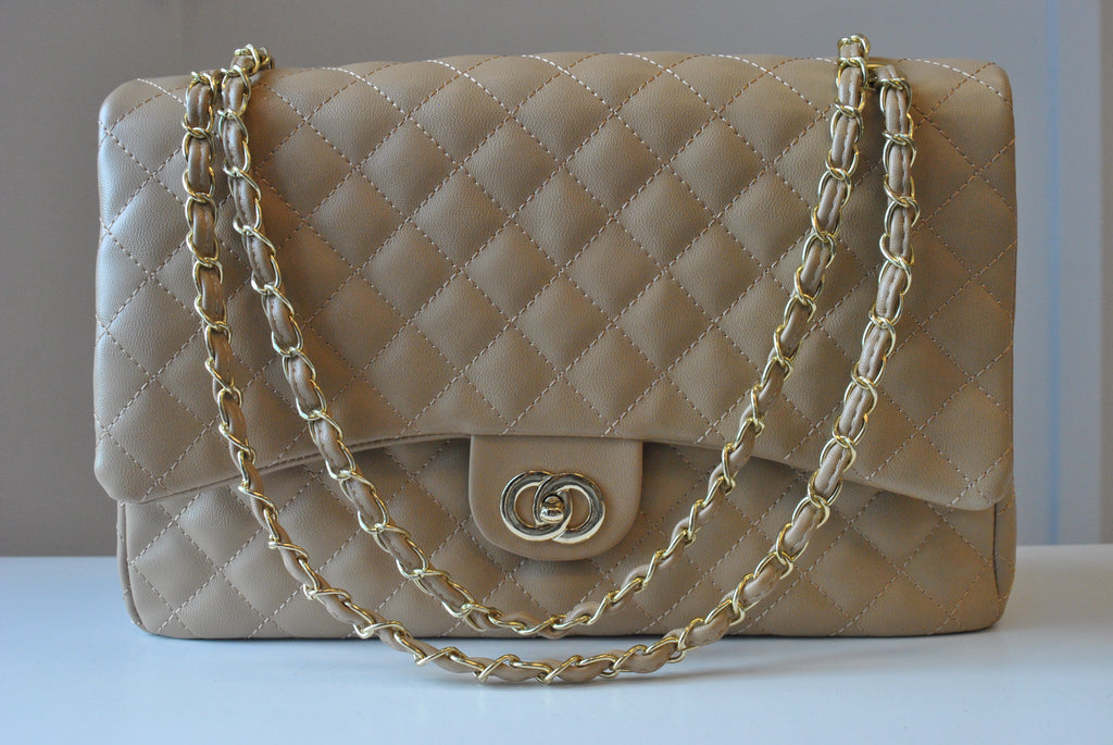 BIG LIGHT BEIGE GUILTED SHOULDER BAG WITH GOLD CHAIN