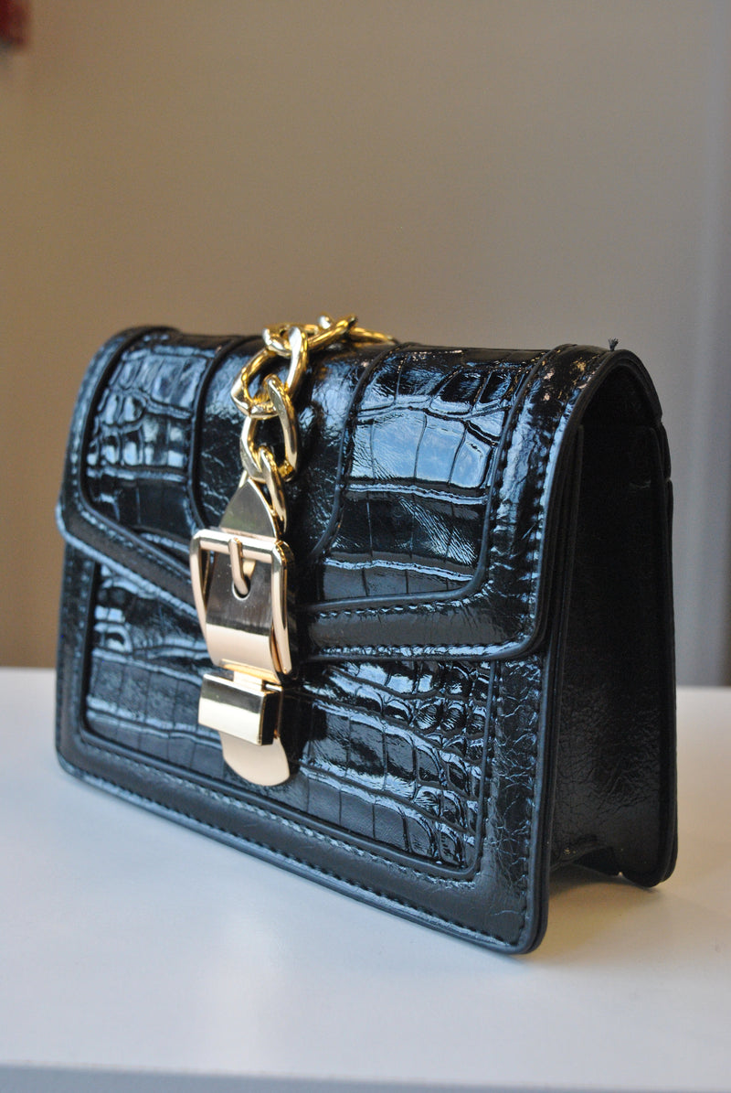 SMALL BACK CROSSBODY BAG WITH GOLD CHAIN