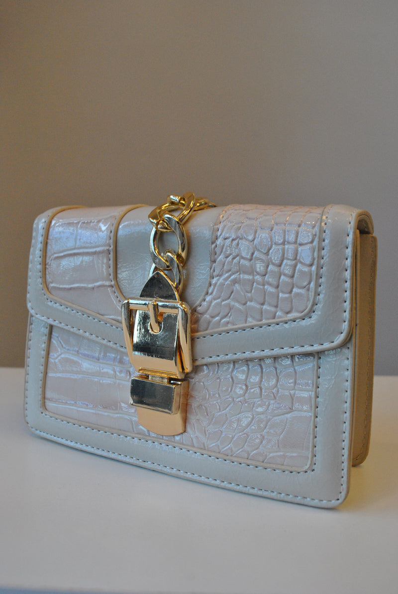 SMALL LIGHT BEIGE CROSSBODY BAG WITH GOLD CHAIN