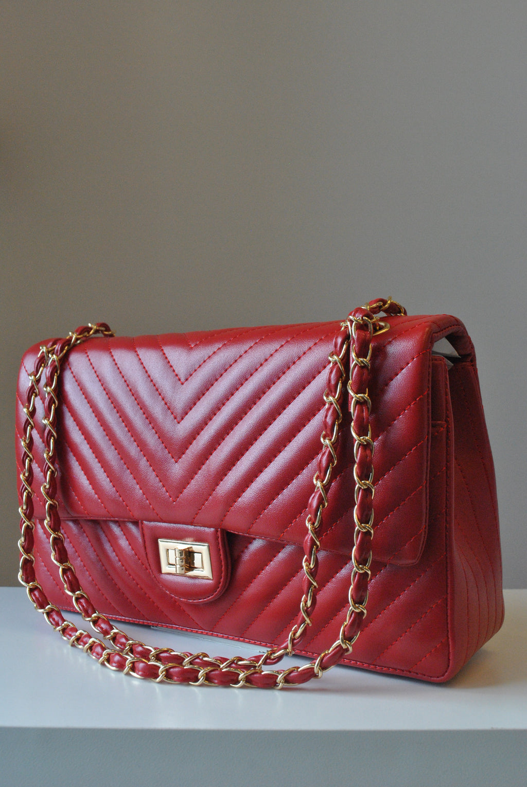 BIG RED GUILTED SHOULDER BAG WITH GOLD CHAIN
