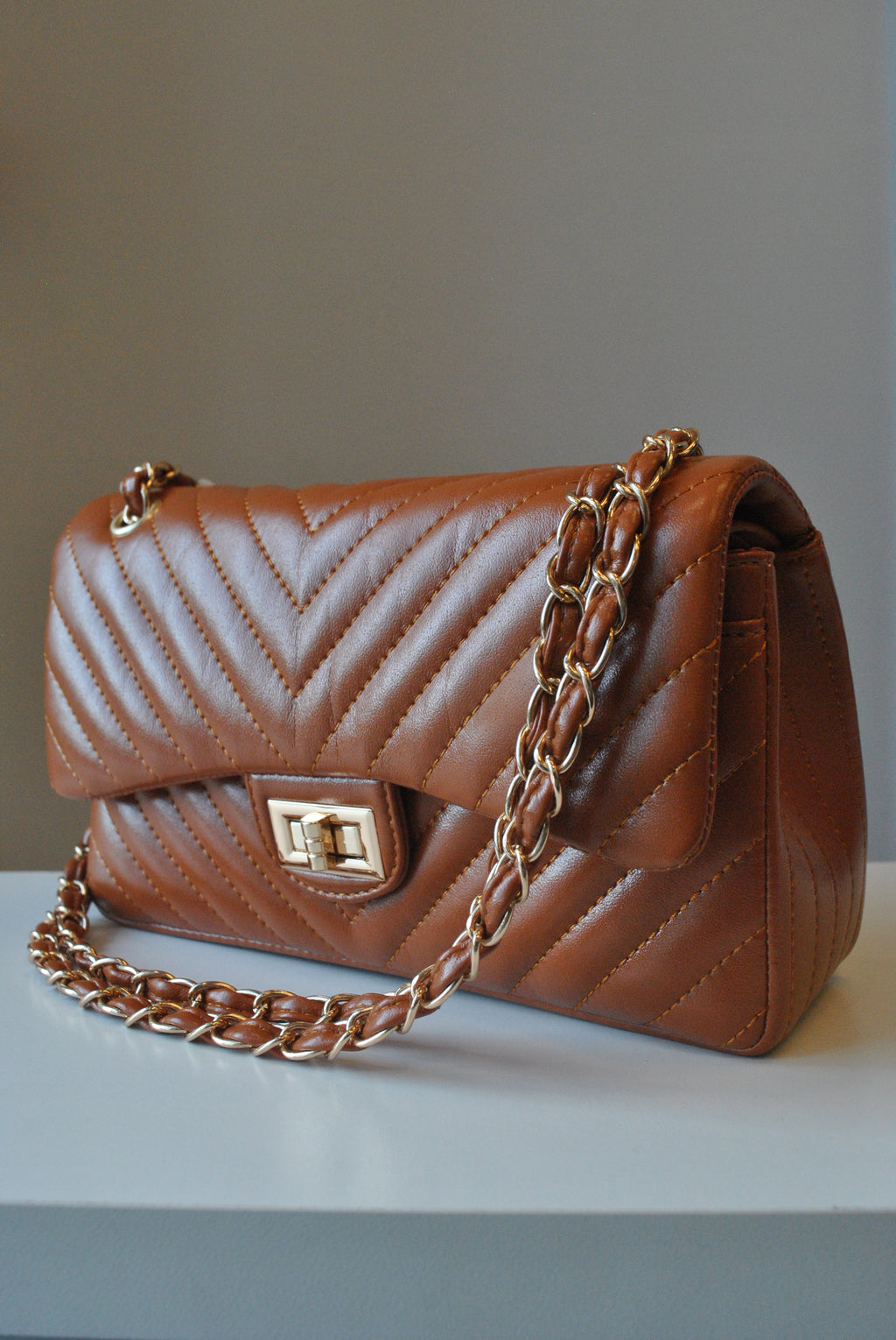 CARAMEL GUILTER SHOULDER BAG