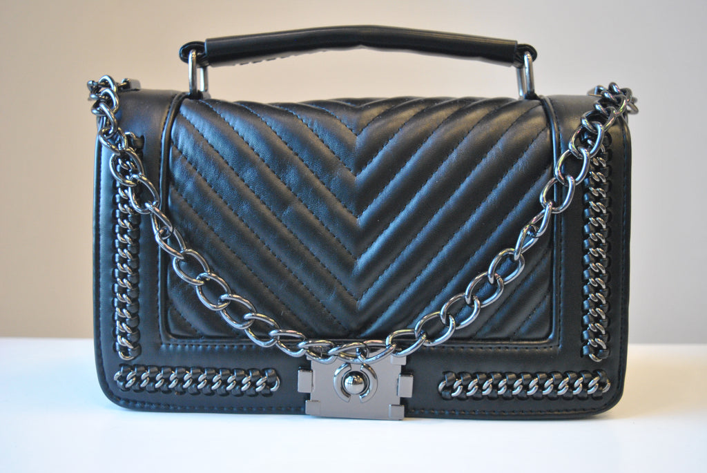 BLACK GUILTED CROSSBODY HANDBAG WITH CHAIN DETAIL