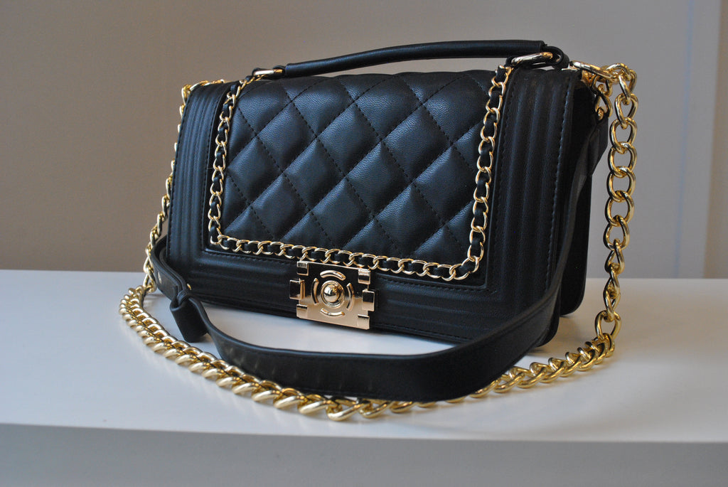 BLACK GUILTED MIDIUM CROSSBODY BAG WITH GOLD CHAIN