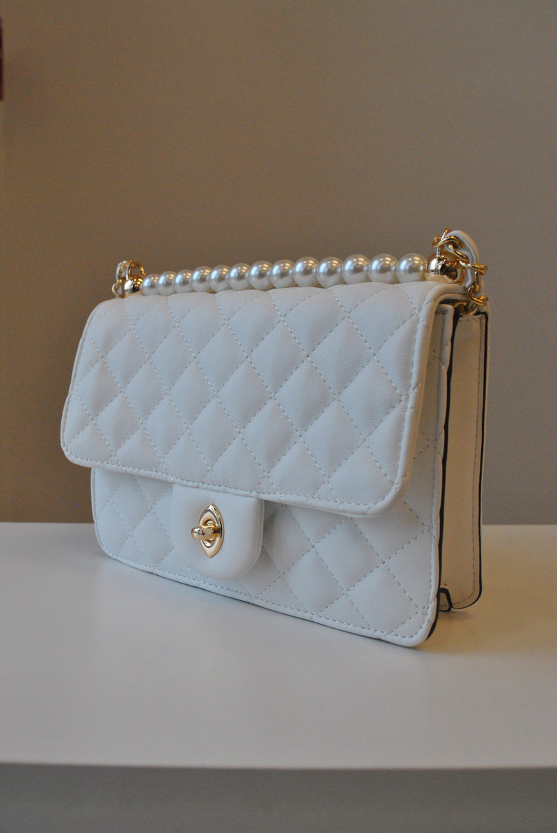 WHITE GUILTED SMALL CROSSBODY BAG WITH PEARLS