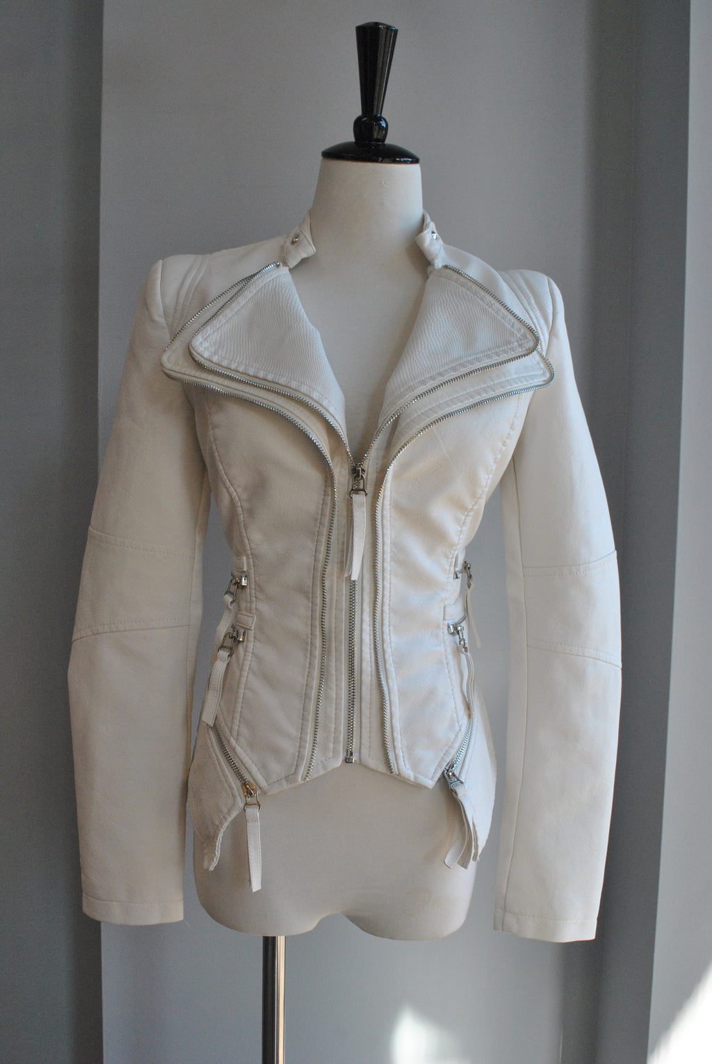 WHITE FAUX LEATHER FIT JACKET