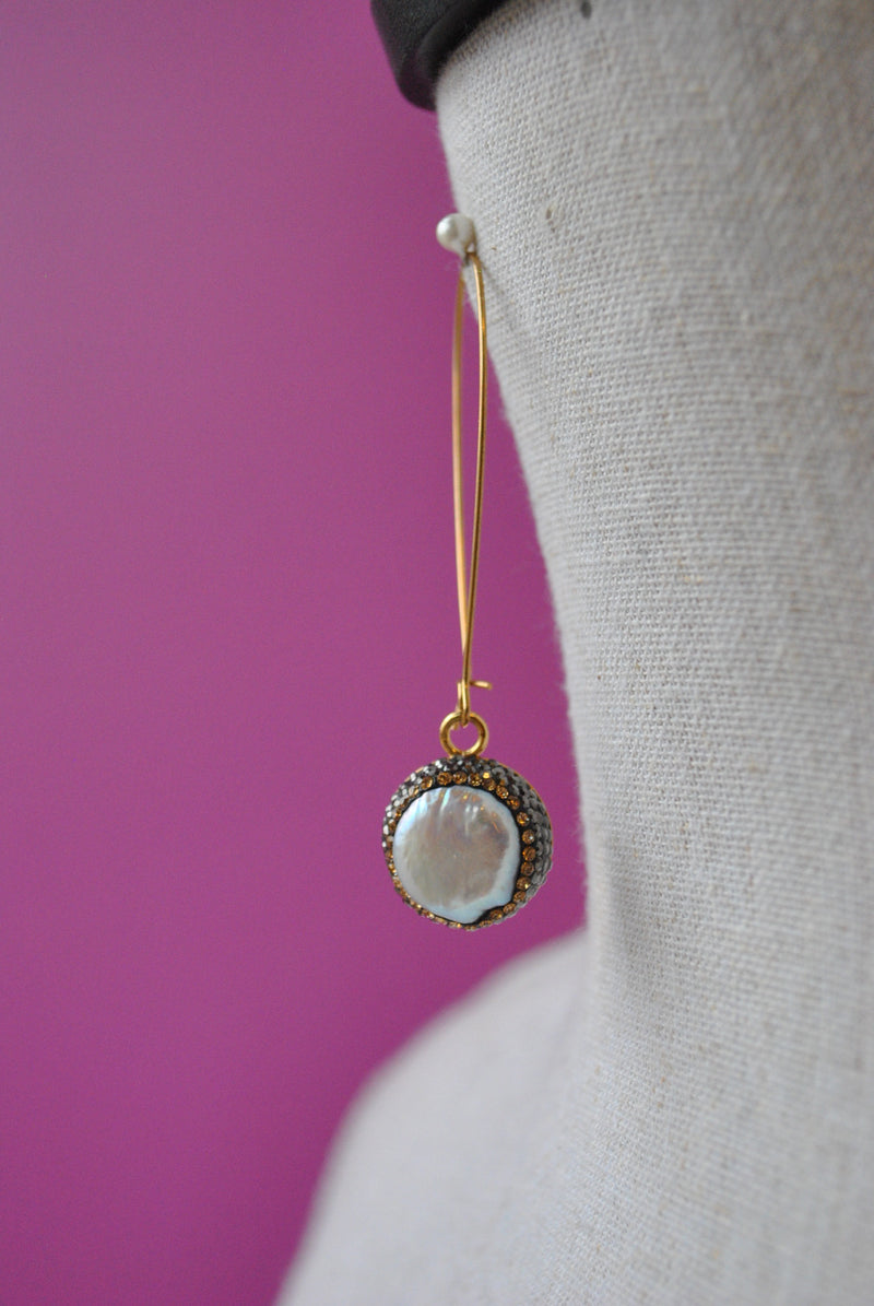 MOTHER OF PEARLS AND SWAROVSKI CRYSTALS ON GOLD LONG EARRINGS