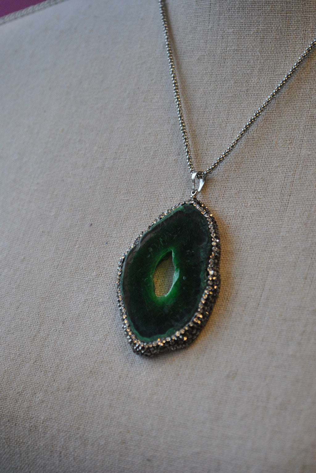 GREEN AGATE FREEFORM WITH SWAROVSKI CRYSTALS LONG CHAIN PENDANT