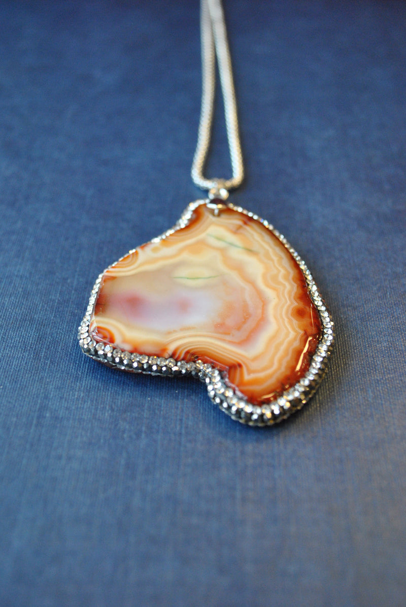 CARAMEL AGATE FREEFORM WITH SWAROVSKI CRYSTALS LONG CHAIN PENDANT
