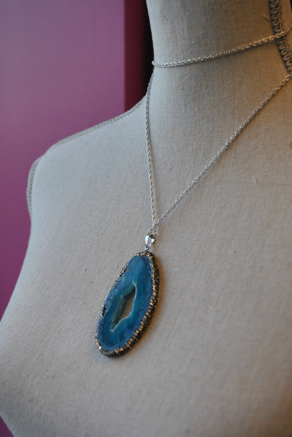 BLUE AGATE FREEFORM WITH SWAROVSKI CRYSTALS LONG CHAIN PENDANT