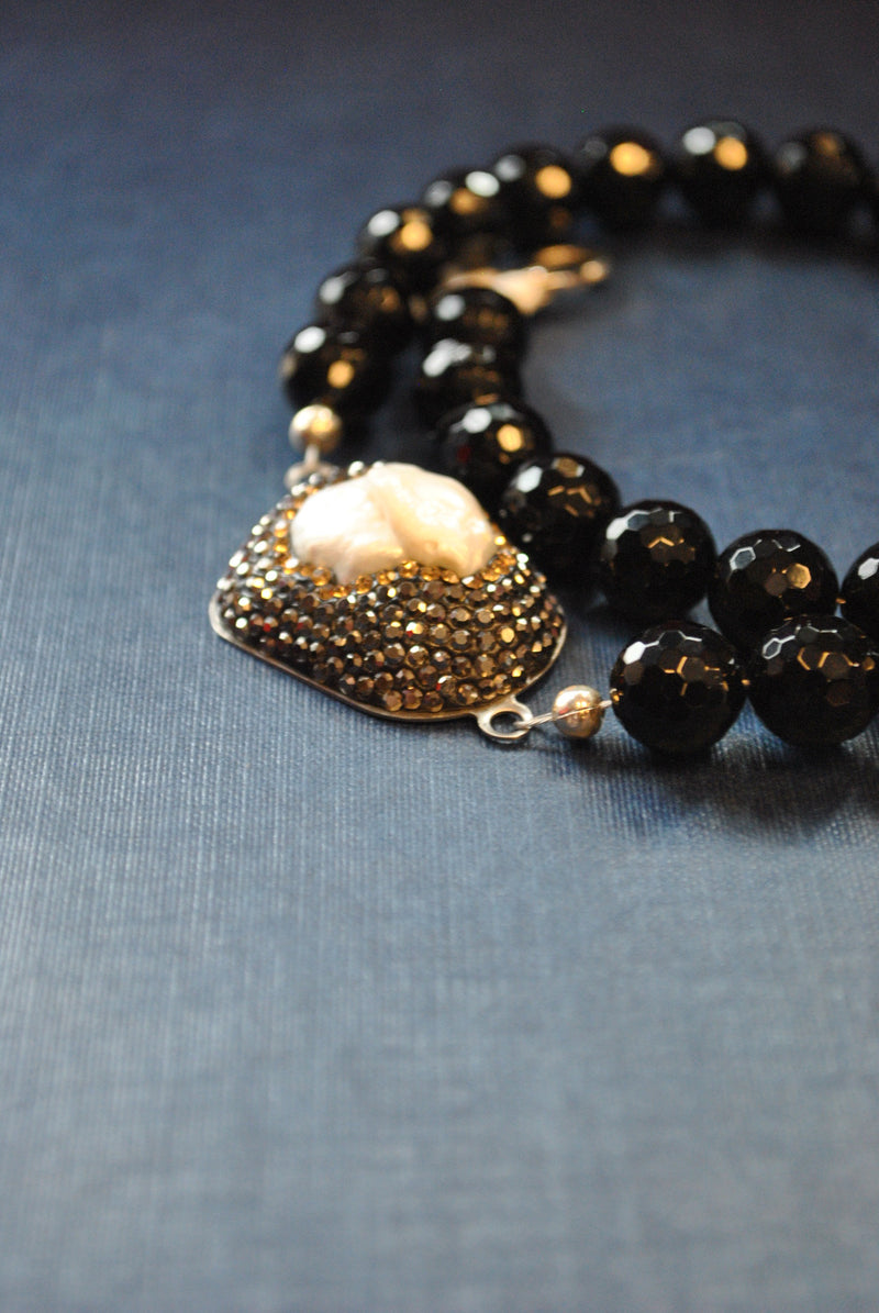 BLACK ONYX AND MOTHER OF PEARLS ASYMMETRIC NECKLACE