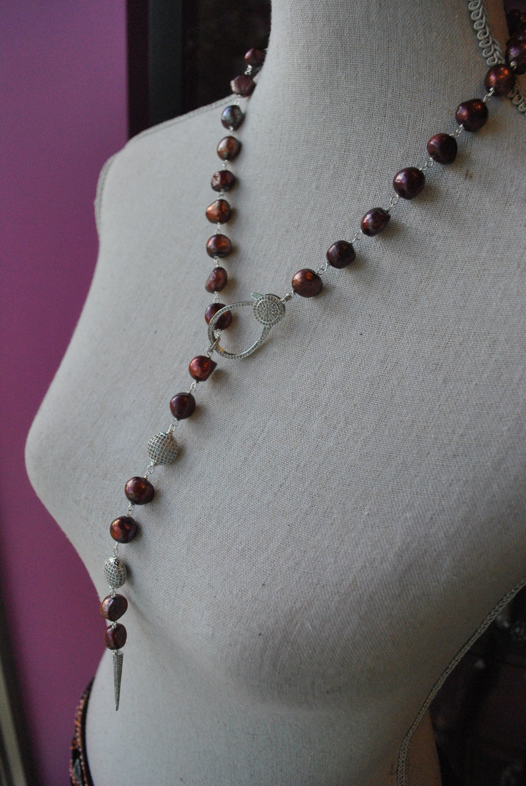 BURGUNDY FRESHWATER PEARLS AND RHINESTONES DROP NECKLACE