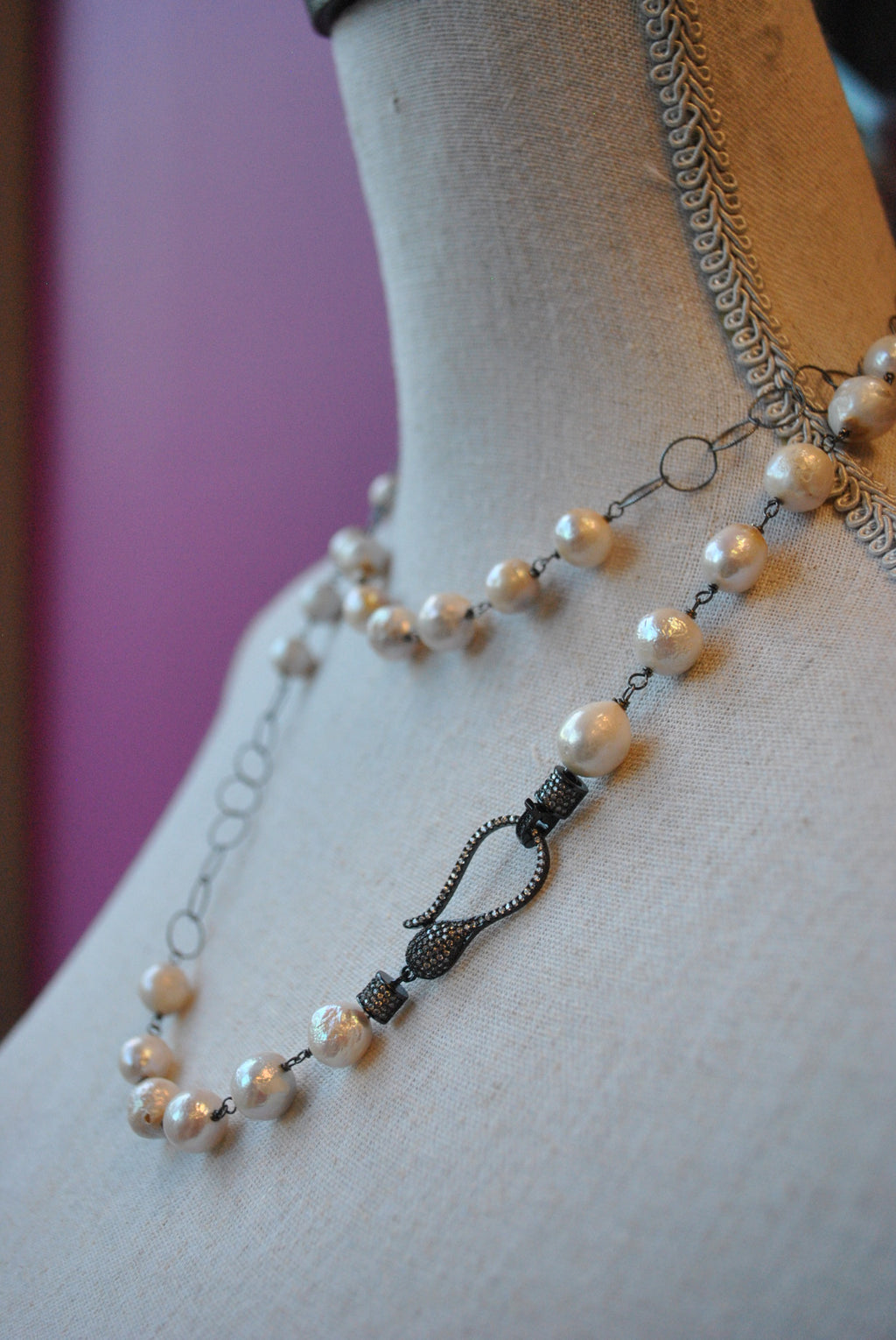 OFF WHITE FRESHWATER PEARLS AND GUNMETAL FINISH SILVER CHAIN LONG NECKLACE