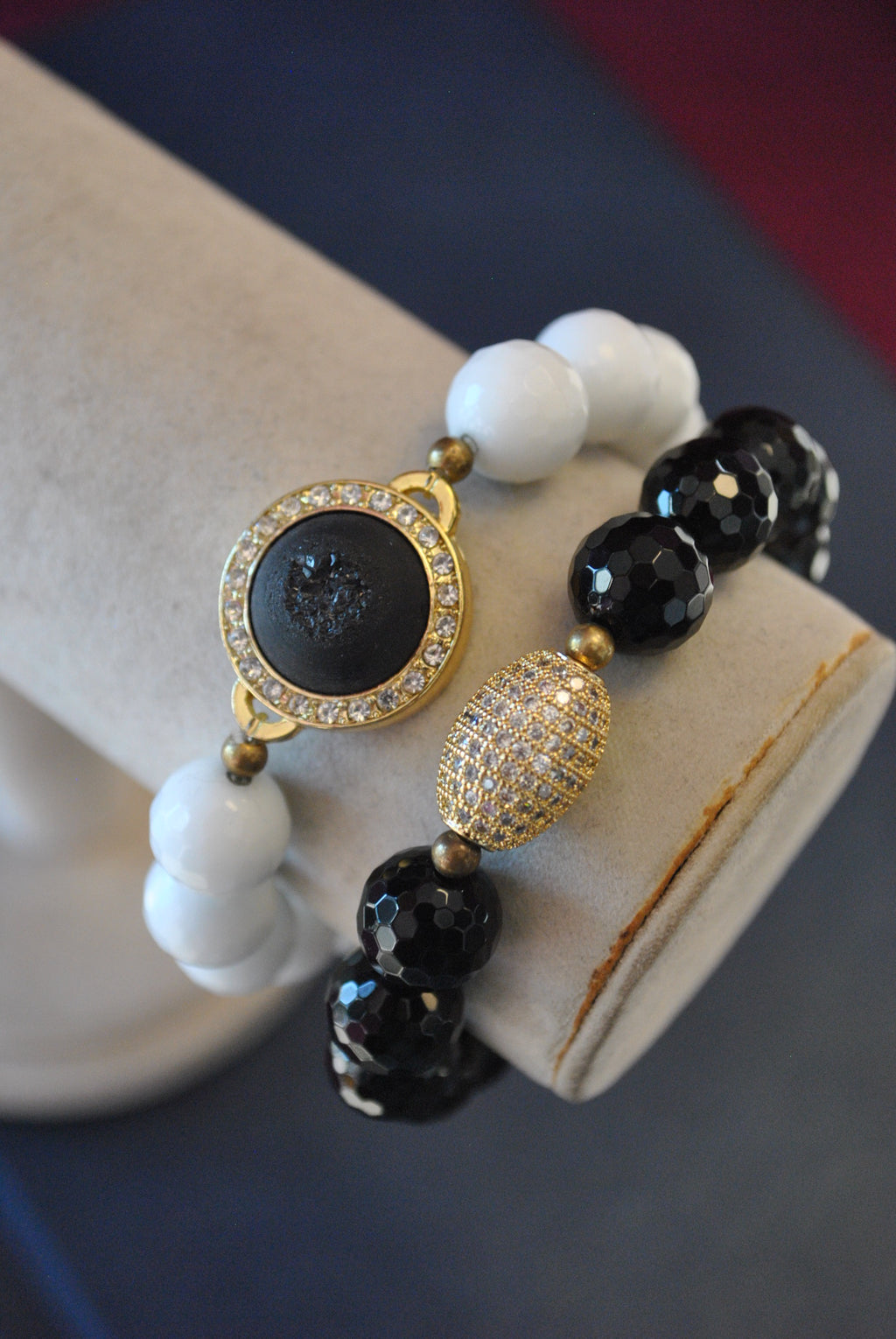 WHITE AGATE BLACK ONYX DRUZY AND GOLS RHINESTONES STRETCHY BRACELETS SET
