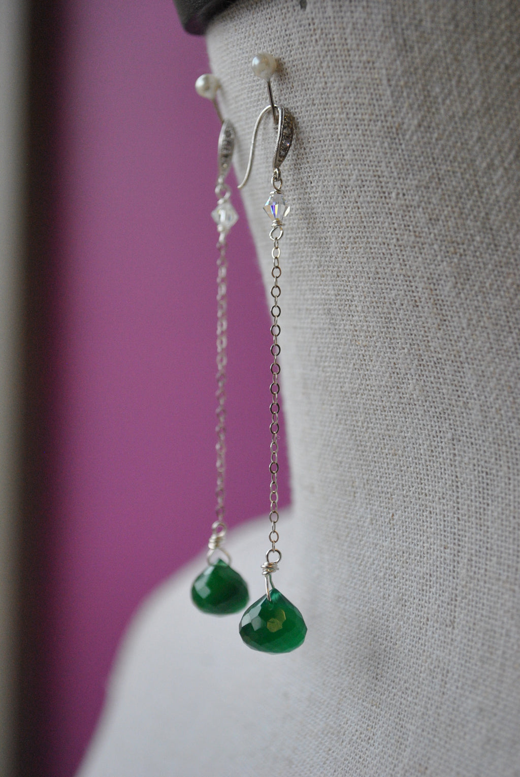 GREEN ONYX TEARDROP AND SWAROVSKI CRYSTALS DELICATE CHAIN LONG EARRINGS