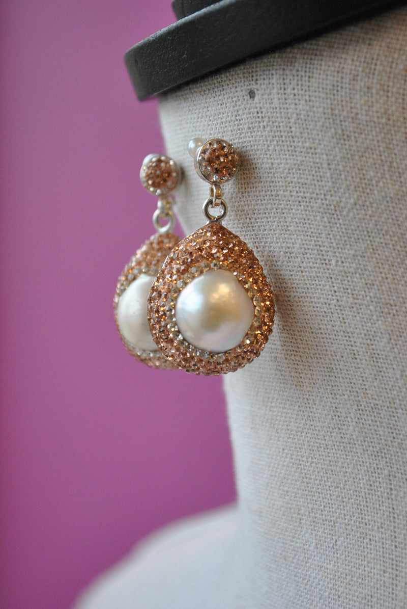 WHITE FRESHWATER PEARLS AND CHAMPAIGN SWAROVSKI CRYSTALS ELEGANT EARRINGS