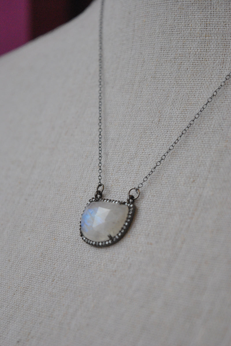 MOONSTONE AND RHINESTONES DELICATE NECKLACE