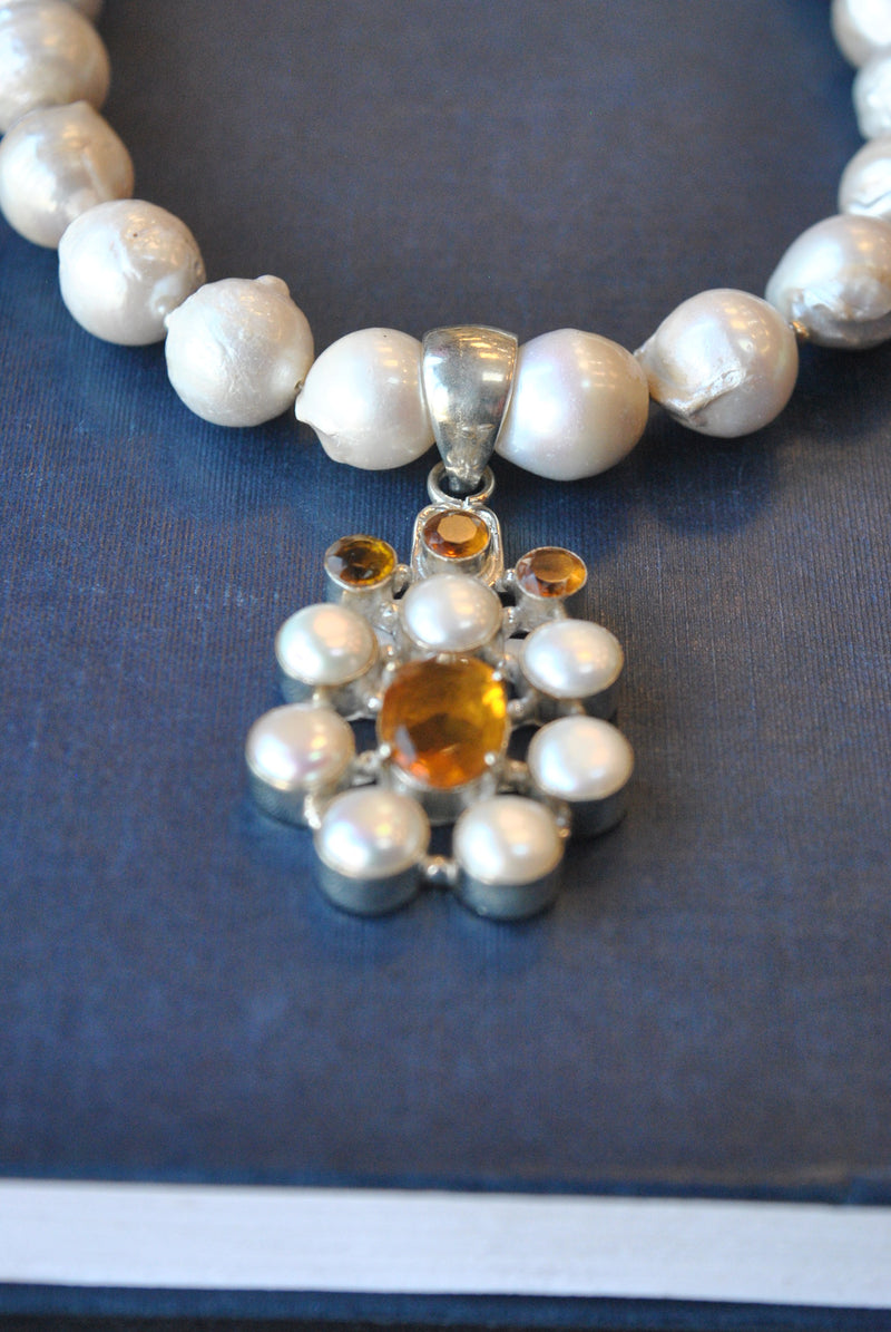 WHITE JUMBO FRESHWATER PEARLS AND CITRINE PENDANT SIMPLE STATEMENT NECKLACE