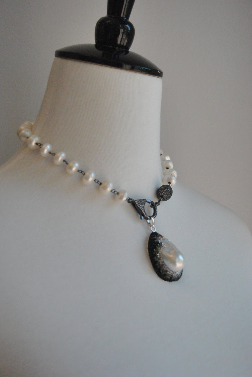 WHITE FRESHWATER PEARLS NECKLACE OR WRAP BRACELET