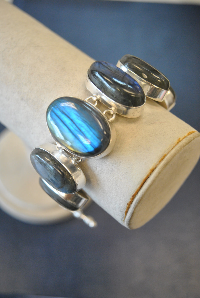 SILVER COLLECTION - LABRADORITE STATEMENT BRACELET