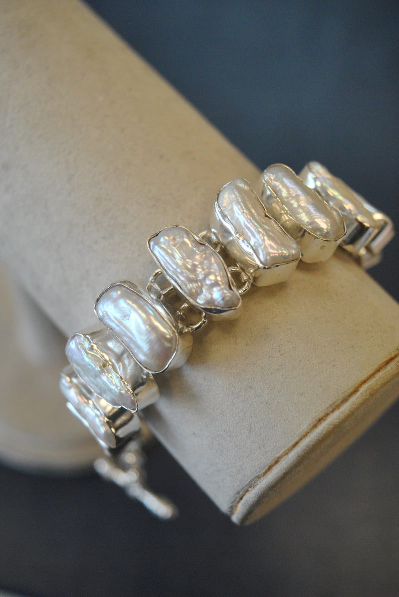 SILVER COLLECTION - MOTHER OF PEARLS STATEMENT BRACELET