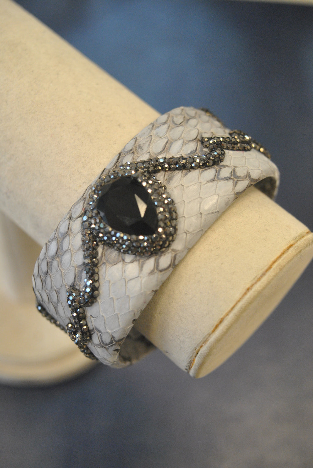 LEATHER COLLECTION - GREY LEATHER AND BLACK ONYX WITH SWAROVSKI CRYSTALS CUFF BRACELET