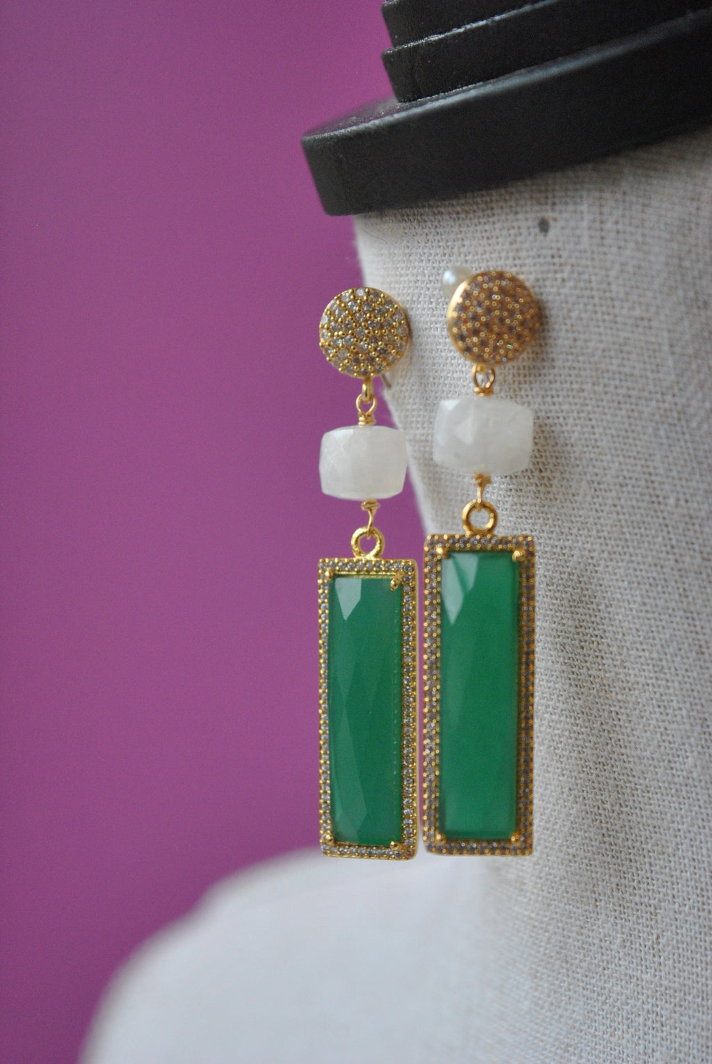 GREEN ONYX MOONSTONES AND RHINESTONES ON GOLD ELEGANT EARRINGS