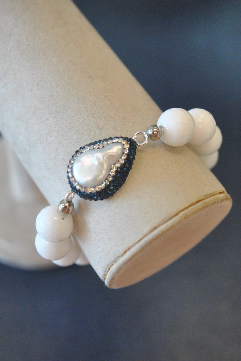 WHITE AGATE MOTHER OF PEARL AND ROYLA BLUE SWAROVSKI CRYTALS STRETCHY BRACELET
