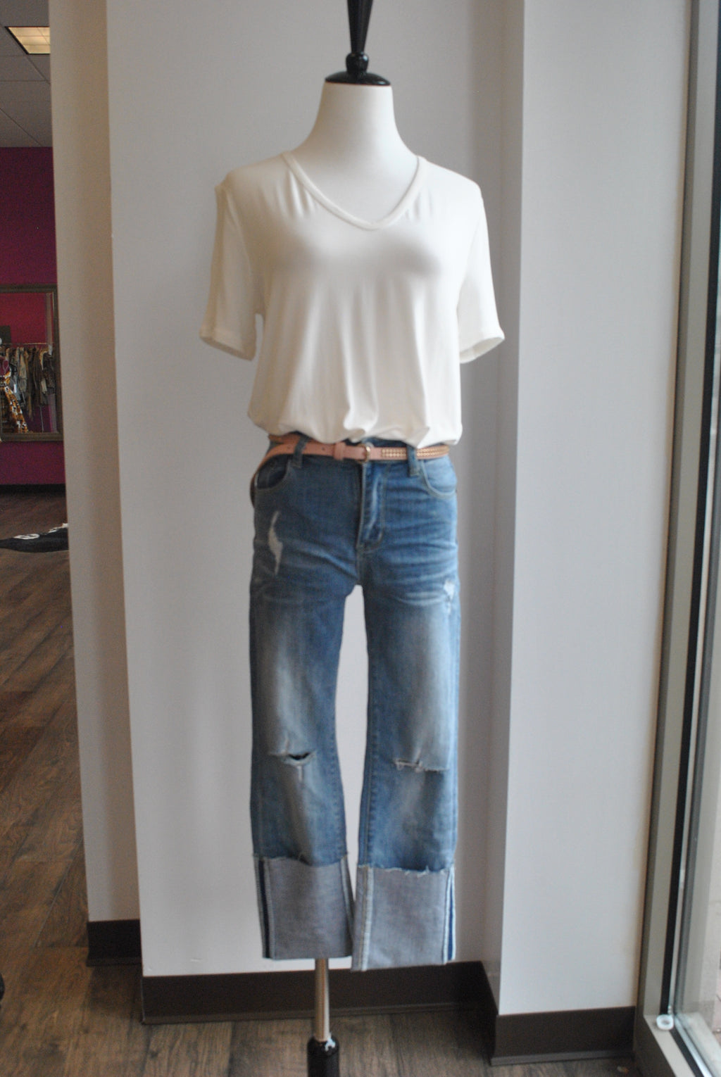 LIGHT BLUE DESTRESSED ROLLED UP JEANS