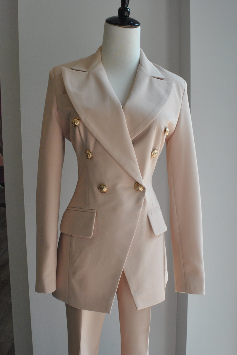 BEIGE SUIT WITH FIT JACKET AND CROPPED PANTS