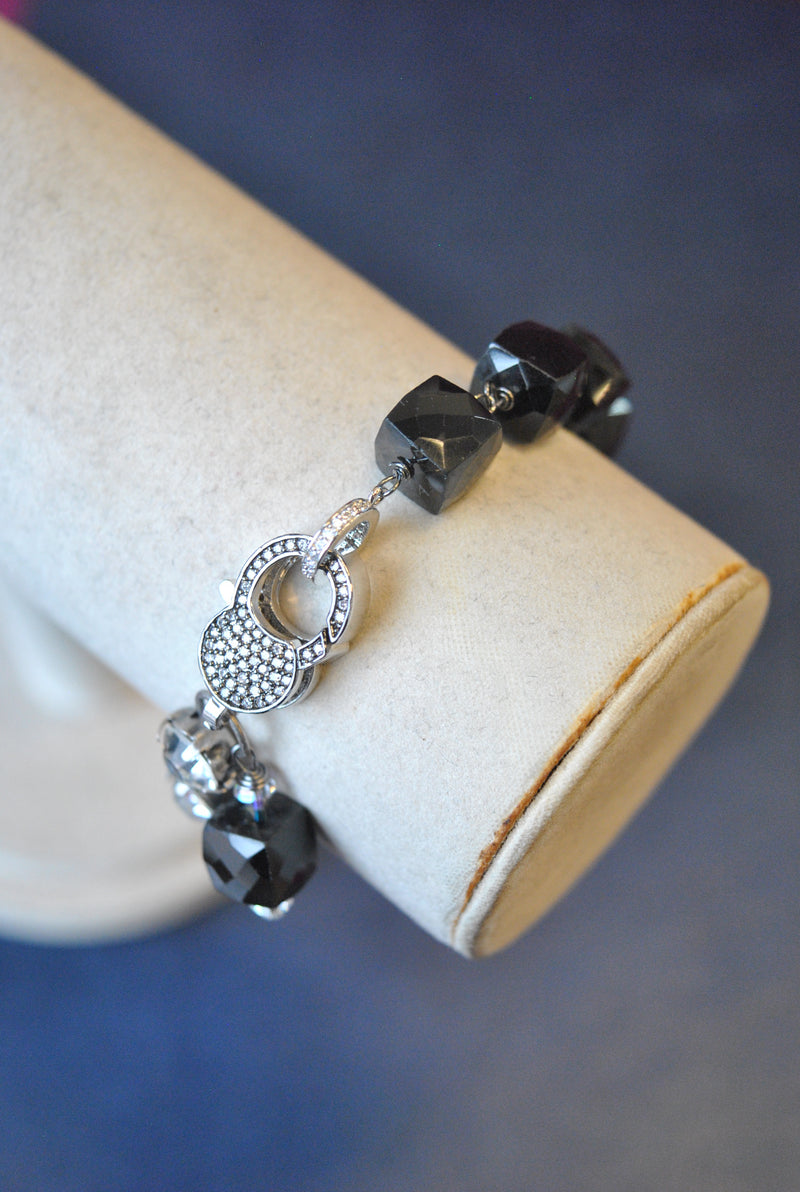 BLACK SPINEL AND CRYSTALS ASYMMETRIC BRACELET