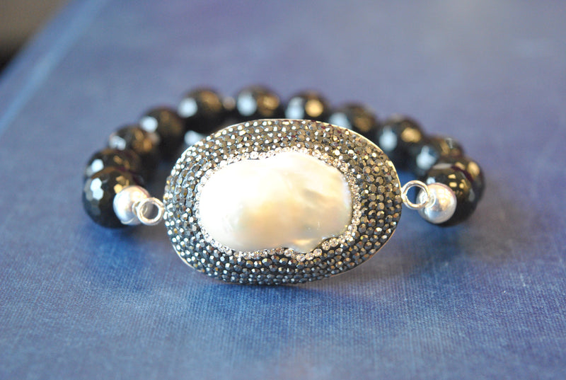 BLACK ONYX MOTHER OF PEARL AND SWAROVSKI CRYSTALS STRETCHY BRACELET